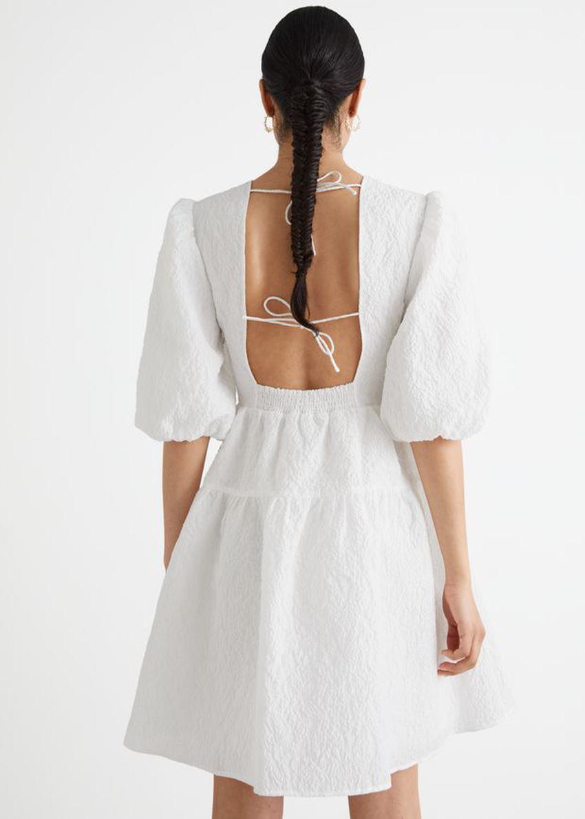 앤아더스토리즈 퍼프 슬리브 자카드 미니 드레스의 화이트컬러 ECOMLook입니다.