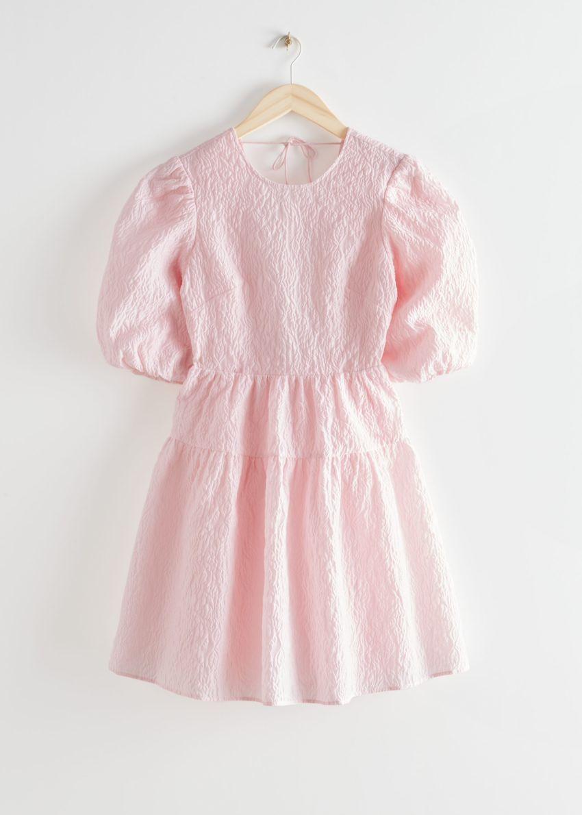 앤아더스토리즈 퍼프 슬리브 자카드 미니 드레스의 핑크컬러 Product입니다.
