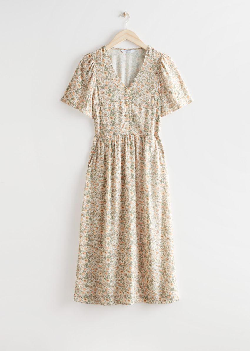 앤아더스토리즈 플러터 슬리브 맥시 드레스의 베이지 플로럴컬러 Product입니다.
