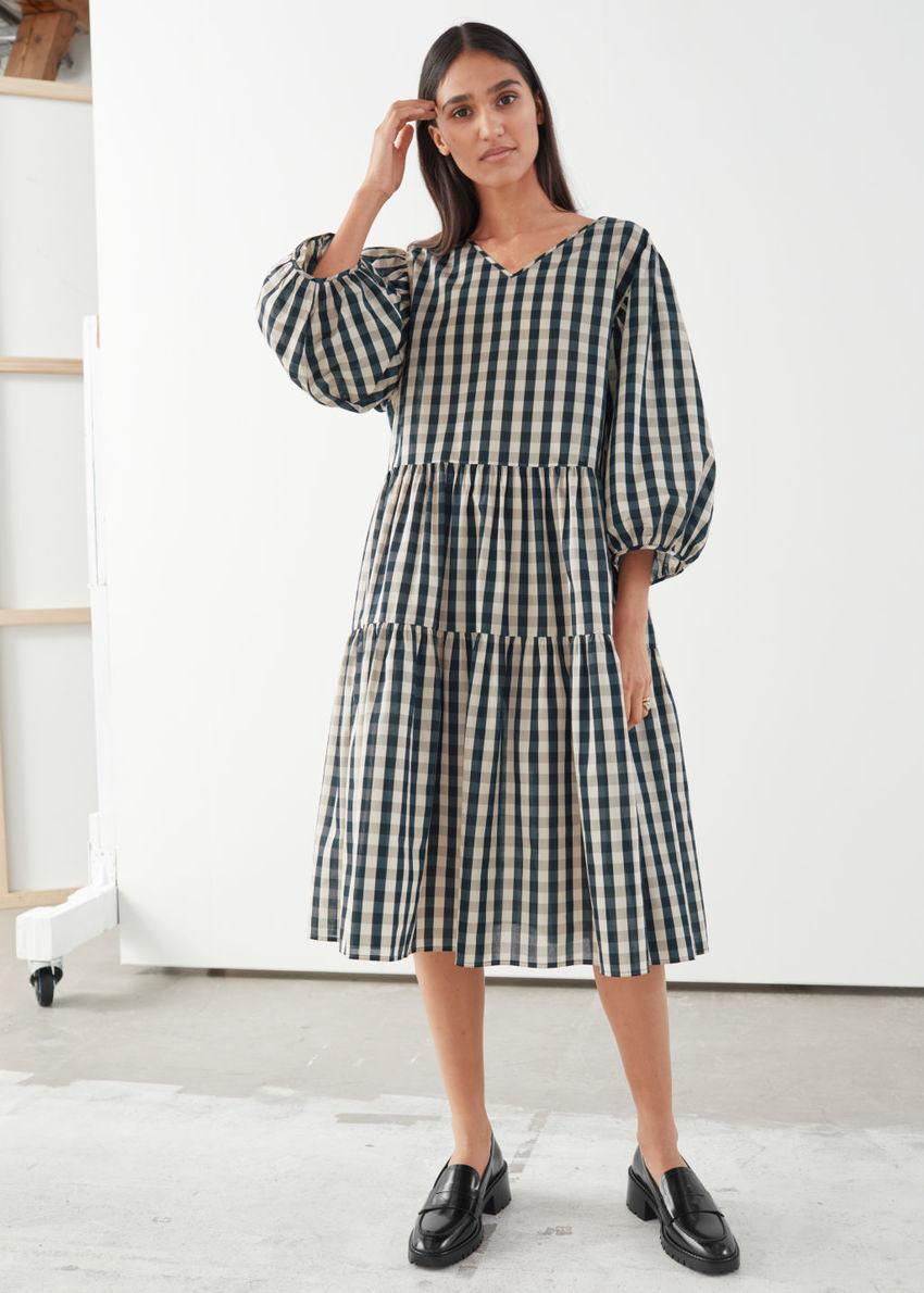 앤아더스토리즈 볼류미너스 퍼프 슬리브 미디 드레스의 깅엄컬러 ECOMLook입니다.