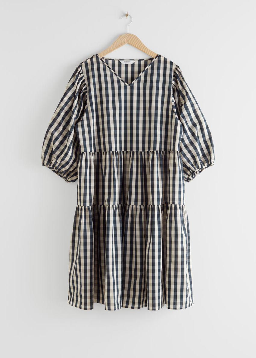앤아더스토리즈 볼류미너스 퍼프 슬리브 미디 드레스의 깅엄컬러 Product입니다.