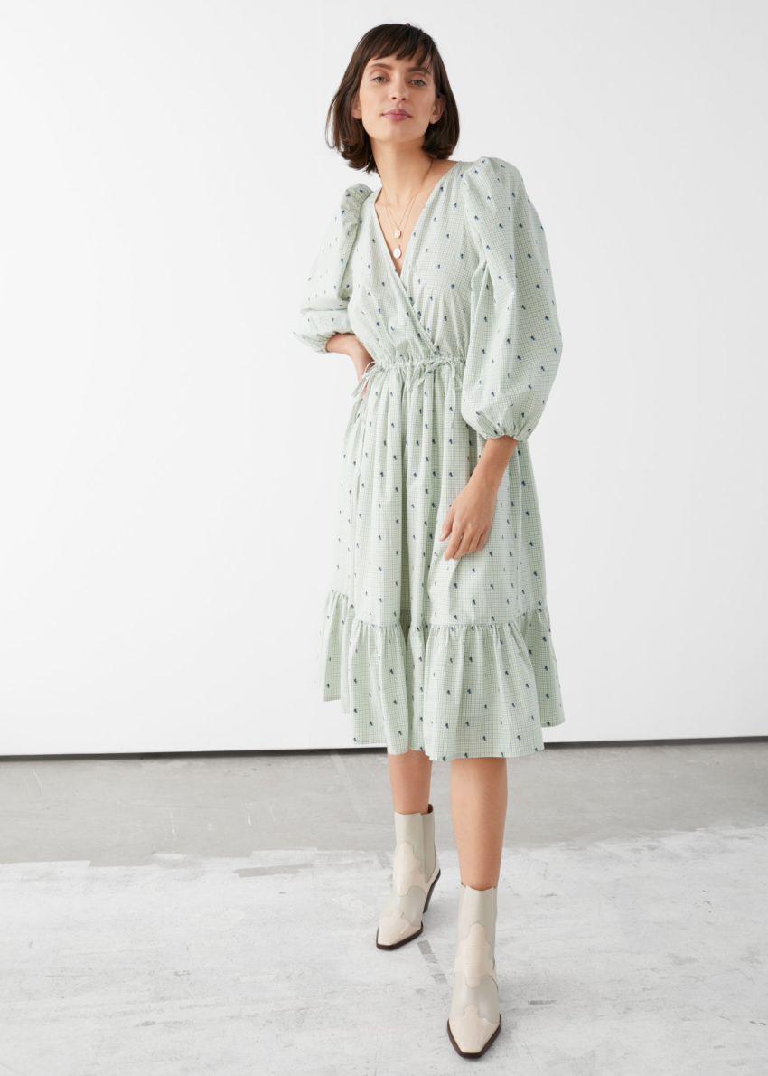 앤아더스토리즈 볼류미너스 퍼프 슬리브 미디 드레스의 라이트 그레이 체크컬러 ECOMLook입니다.