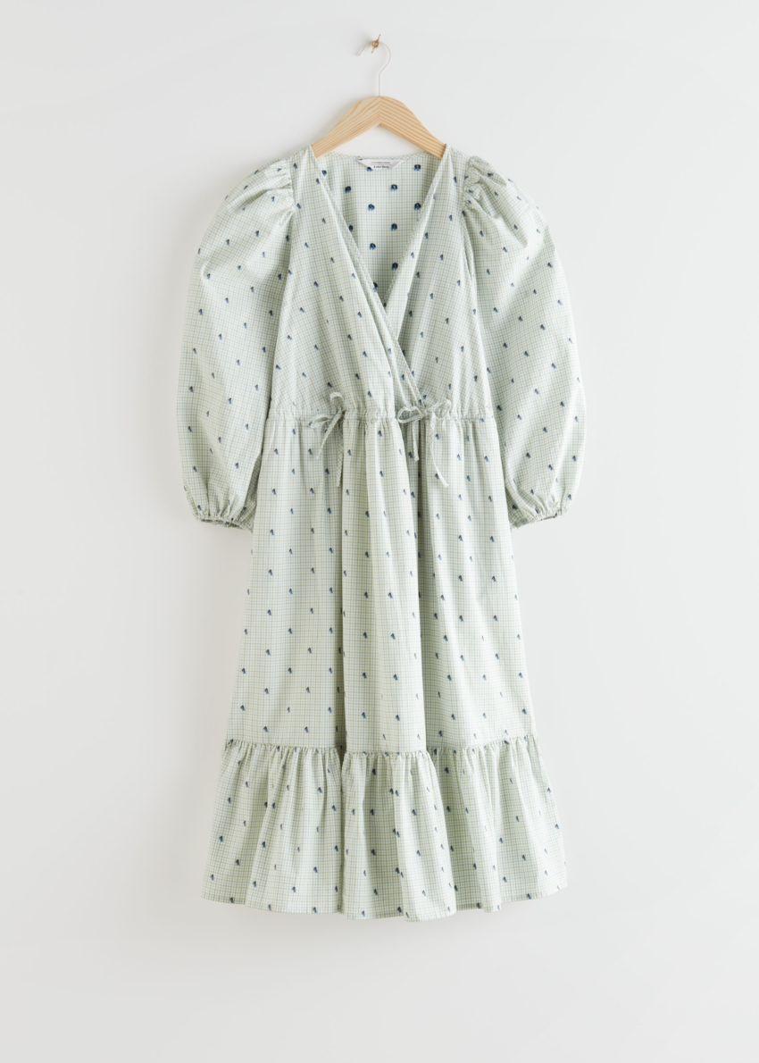앤아더스토리즈 볼류미너스 퍼프 슬리브 미디 드레스의 라이트 그레이 체크컬러 Product입니다.