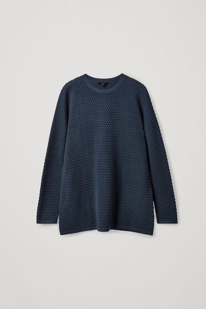 COS hover image 7 of 블루 in 와플 스티치 오가닉 코튼 스웨터