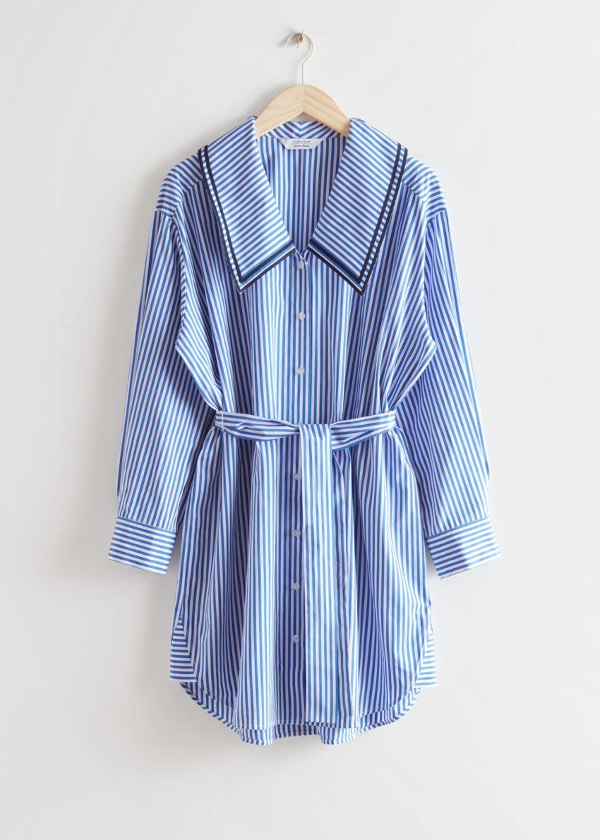 앤아더스토리즈 오버사이즈 미디 셔츠 드레스의 블루/화이트 스트라이프컬러 Product입니다.