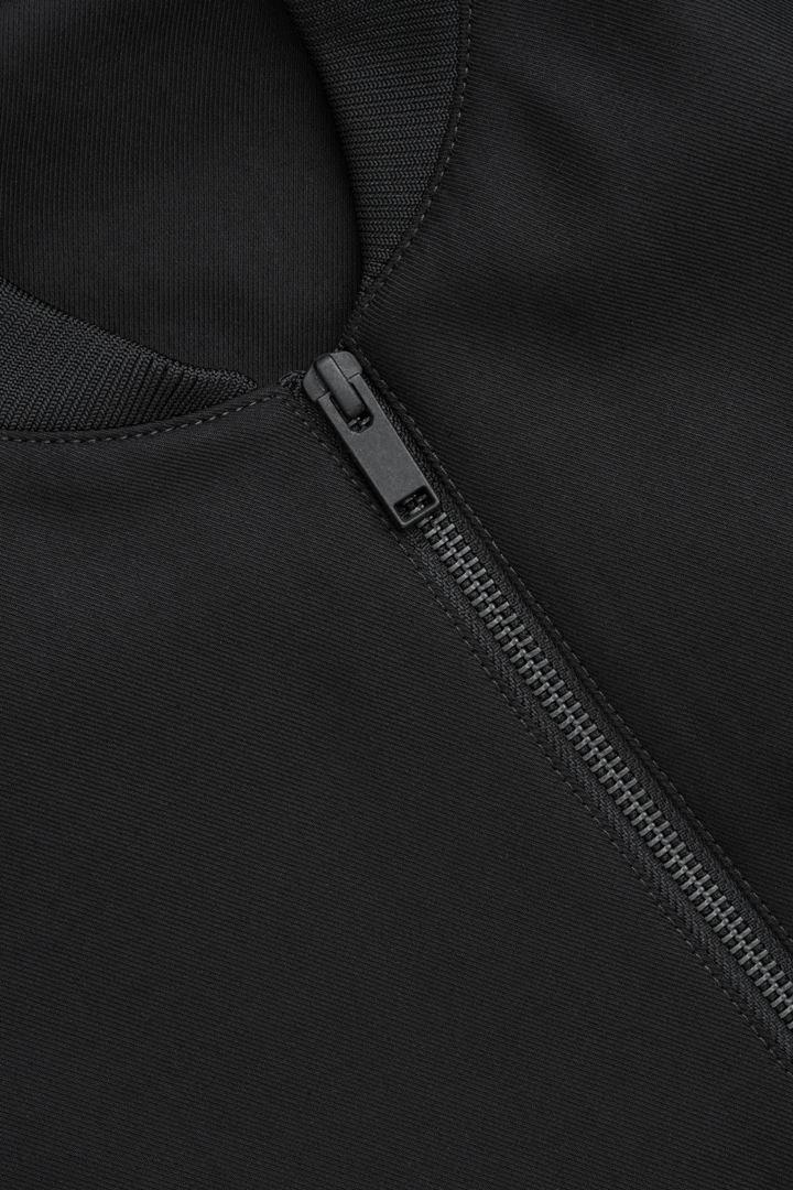 COS 코튼 봄버 재킷의 블랙컬러 Product입니다.