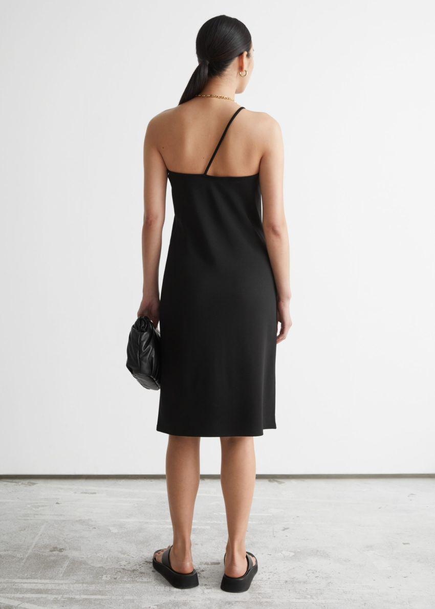 앤아더스토리즈 원 숄더 미니 드레스의 블랙컬러 ECOMLook입니다.