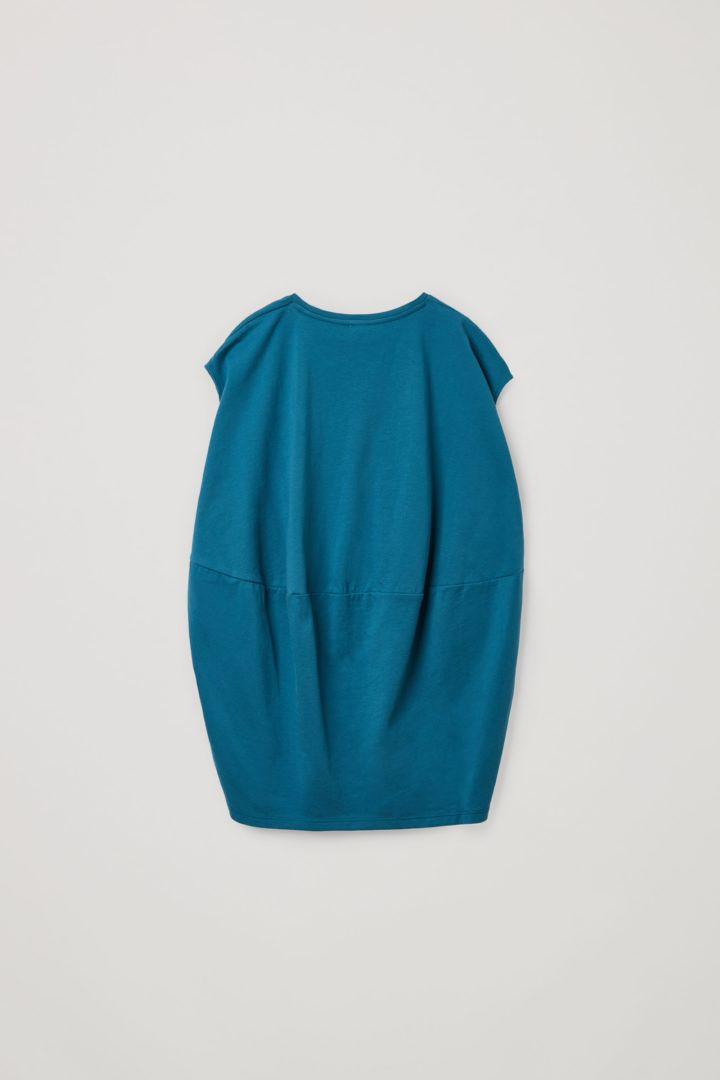 COS 오가닉 코튼 릴랙스드 티어드 드레스의 다크 터쿼이즈컬러 Product입니다.