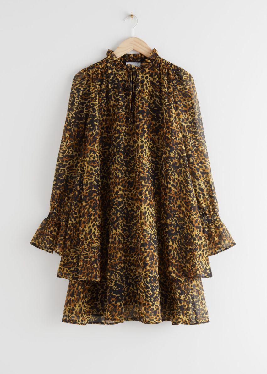 앤아더스토리즈 볼류미너스 레이어드 미니 드레스의 레오파드컬러 Product입니다.