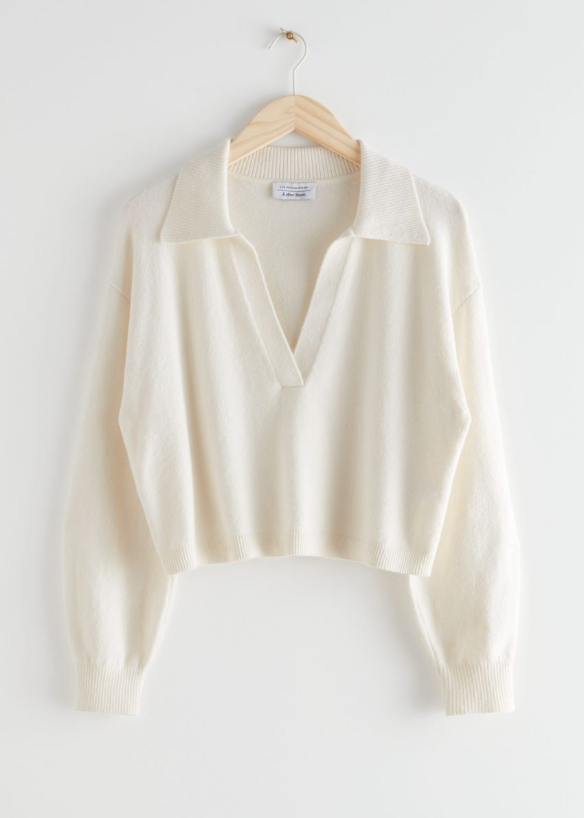 앤아더스토리즈 릴렉스드 카라 브이넥 스웨터의 화이트컬러 Product입니다.