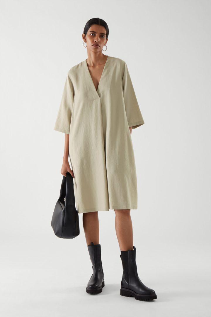 COS default image 4 of 그린 in 브이넥 튜닉 드레스