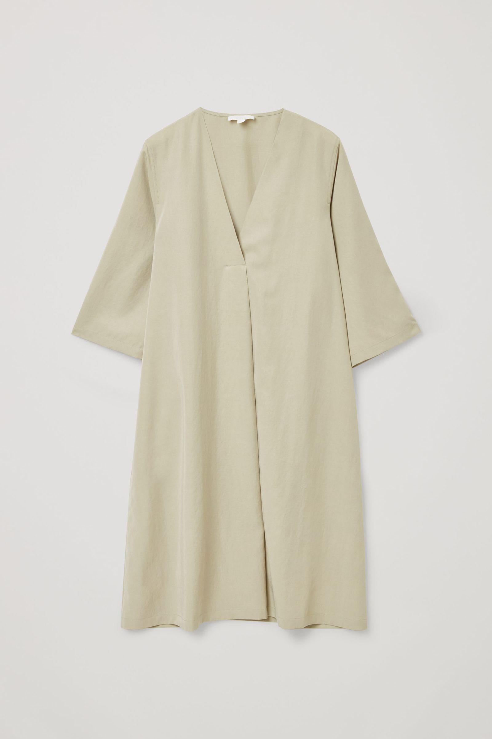 COS 브이넥 튜닉 드레스의 그린컬러 Product입니다.