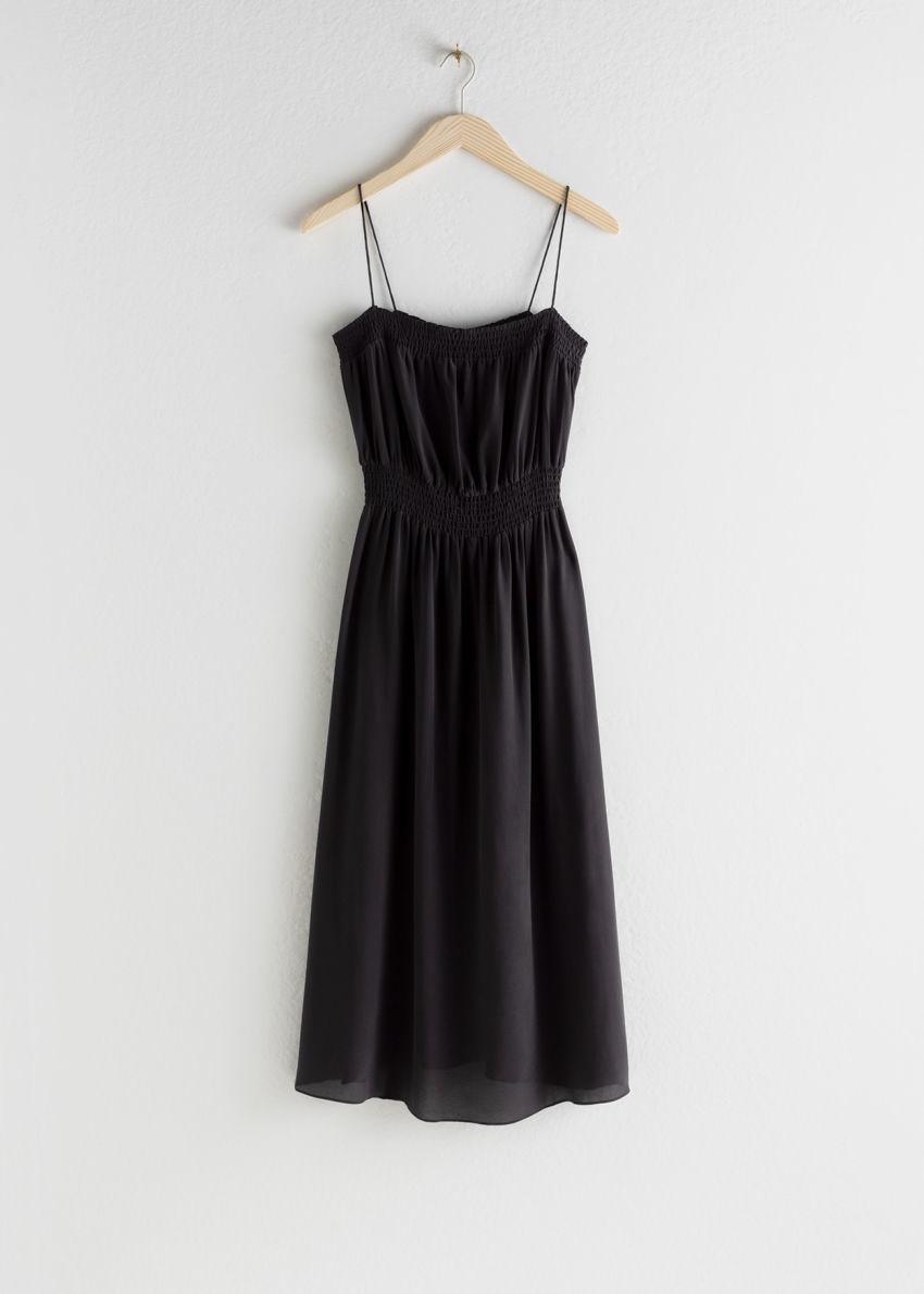 앤아더스토리즈 스목 실크 미디 드레스의 블랙컬러 Product입니다.