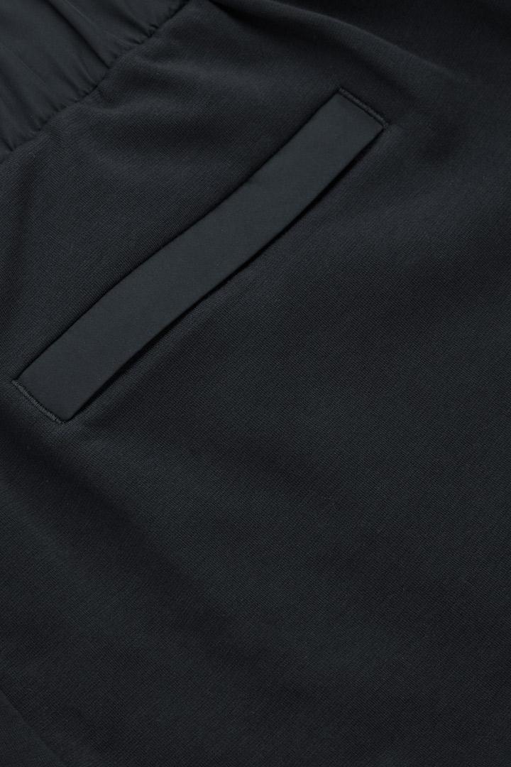 COS 코튼 조깅 트라우저의 딥 네이비컬러 Detail입니다.