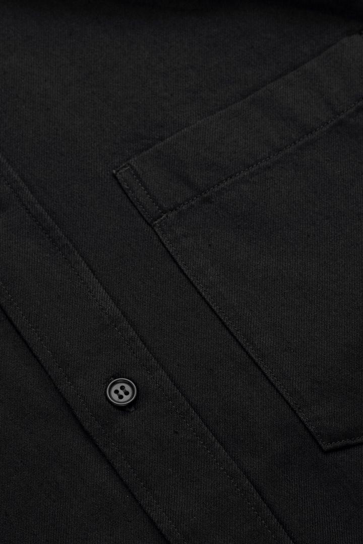 COS 데님 옥스포드 셔츠의 블랙컬러 Detail입니다.