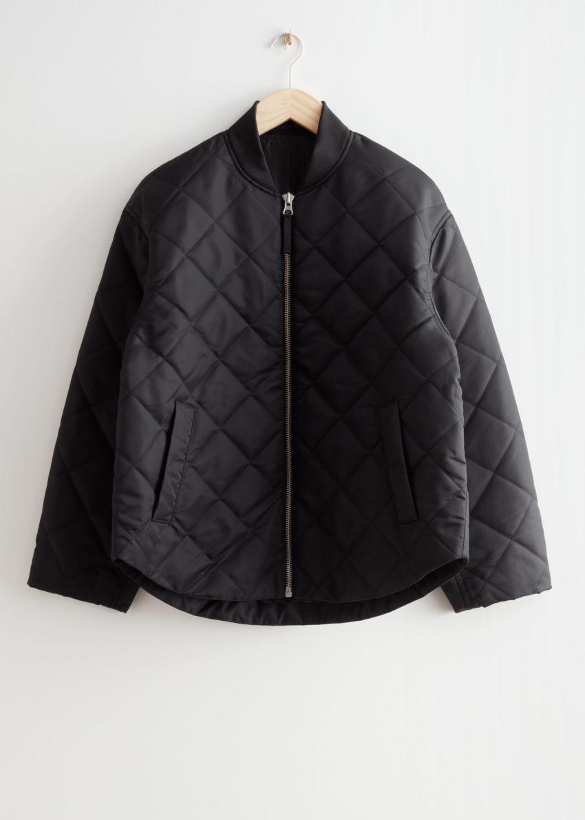 앤아더스토리즈 오버사이즈 퀼티드 보머 재킷의 블랙컬러 Product입니다.