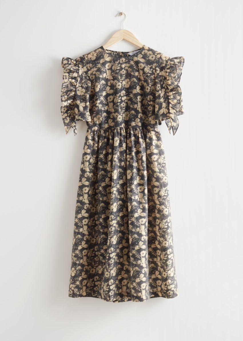 앤아더스토리즈 프릴 슬리브 미디 드레스의 블랙 플로럴컬러 Product입니다.