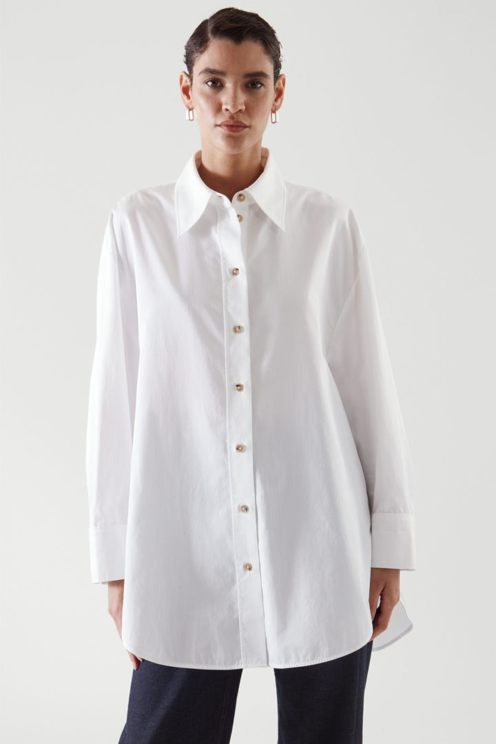 COS 오버사이즈 셔츠 의 화이트컬러 ECOMLook입니다.