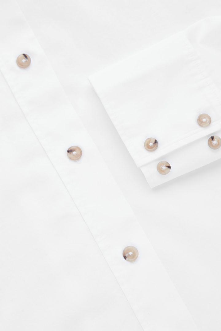 COS 오버사이즈 셔츠 의 화이트컬러 Detail입니다.