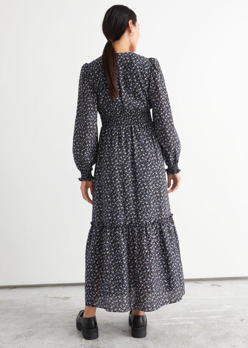 앤아더스토리즈 스모크 맥시 드레스의 블랙 플로럴컬러 ECOMLook입니다.