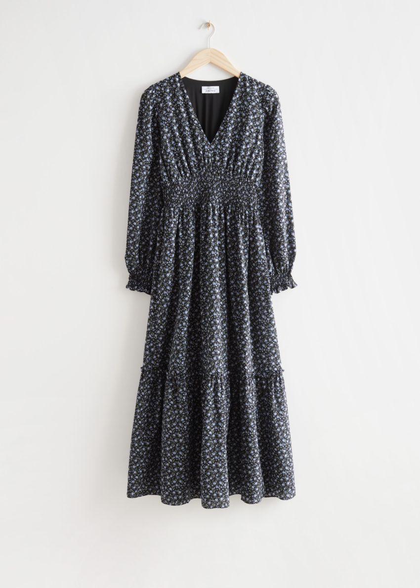 앤아더스토리즈 스모크 맥시 드레스의 블랙 플로럴컬러 Product입니다.