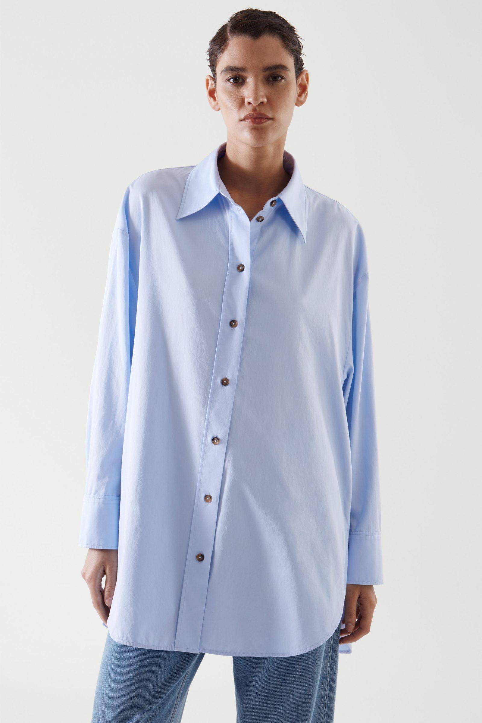 COS 오버사이즈 셔츠 의 라이트 블루컬러 ECOMLook입니다.
