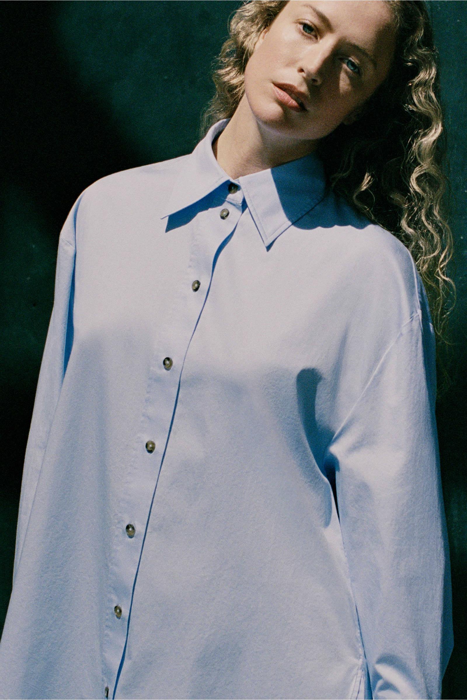 COS 오버사이즈 셔츠 의 라이트 블루컬러 Environmental입니다.
