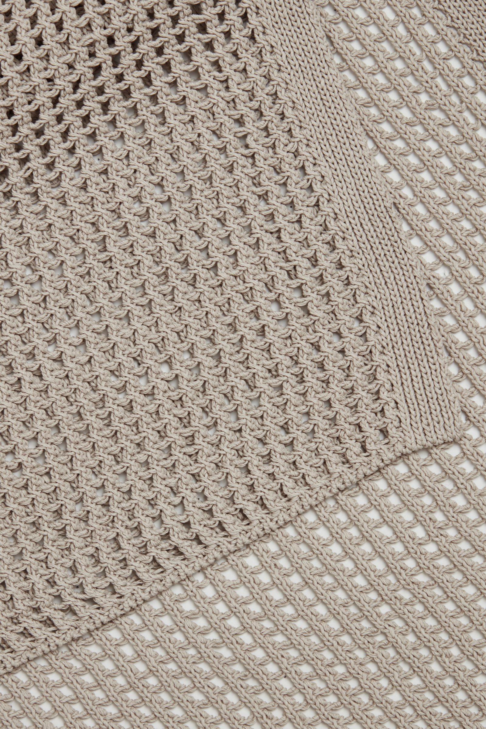 COS 메시 니트 카울 넥 빕의 베이지컬러 Detail입니다.