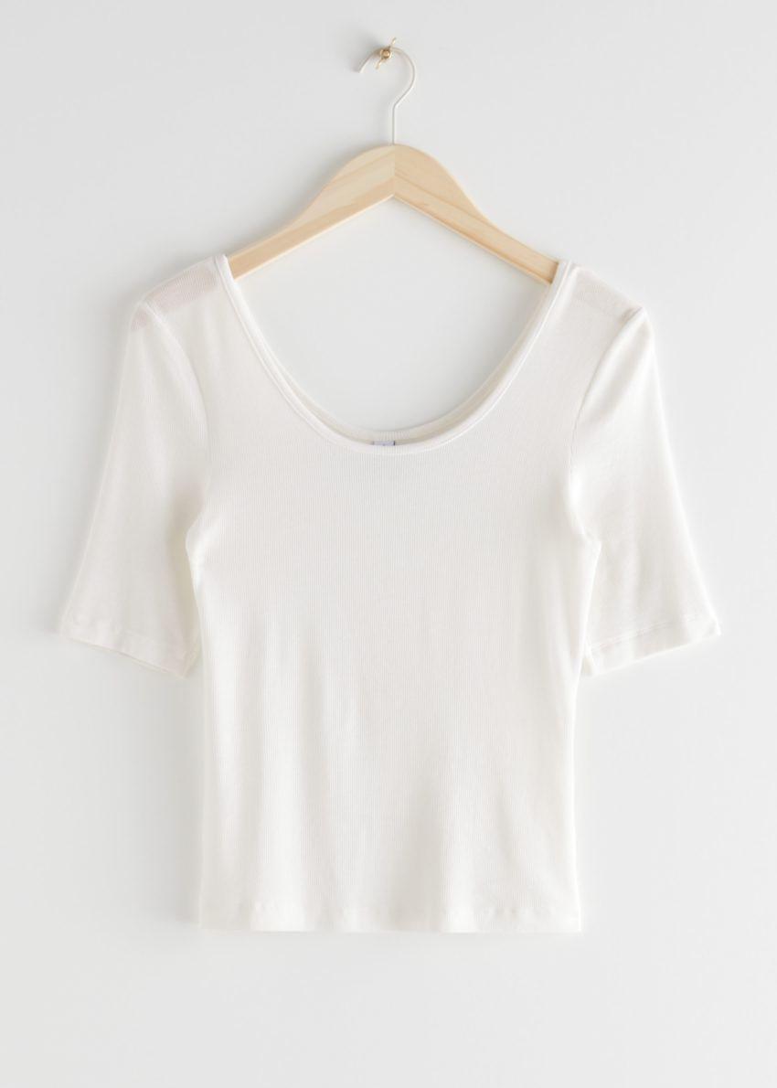 앤아더스토리즈 스쿠프 넥 저지 티셔츠의 화이트컬러 Product입니다.