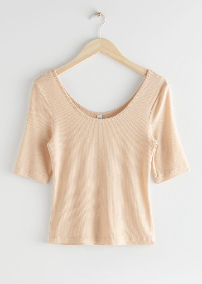 앤아더스토리즈 스쿠프 넥 저지 티셔츠의 베이지컬러 Product입니다.