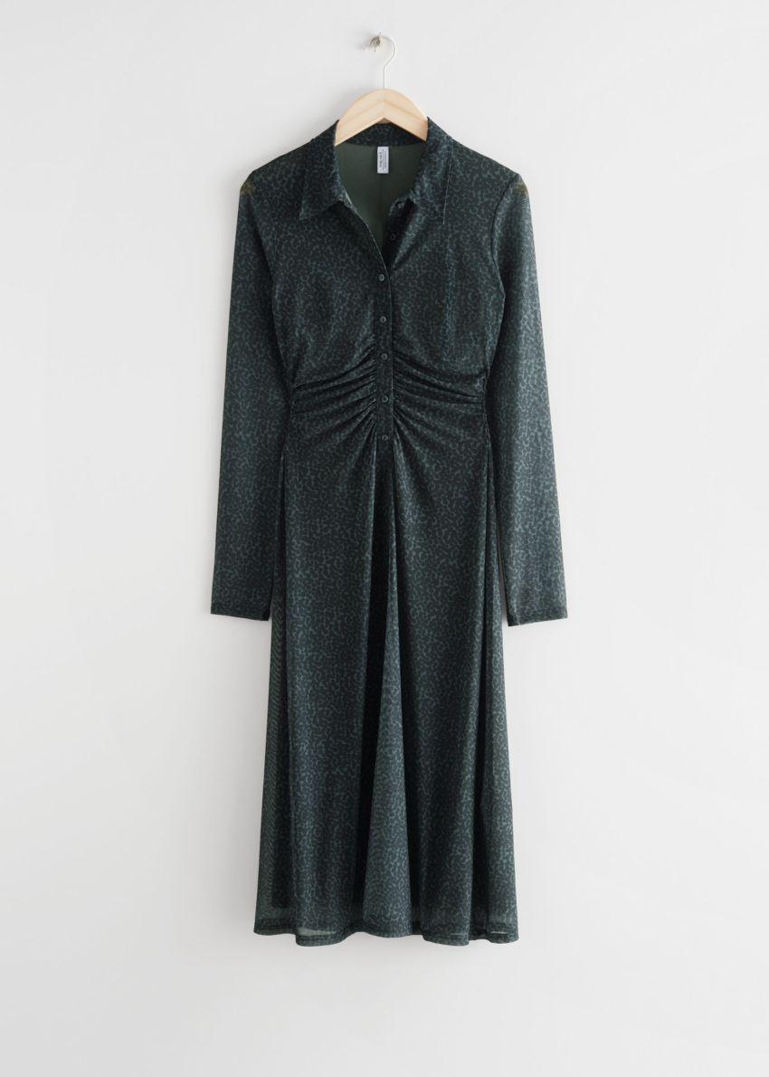 앤아더스토리즈 피티드 미디 셔츠 드레스의 그레이 프린트컬러 Product입니다.