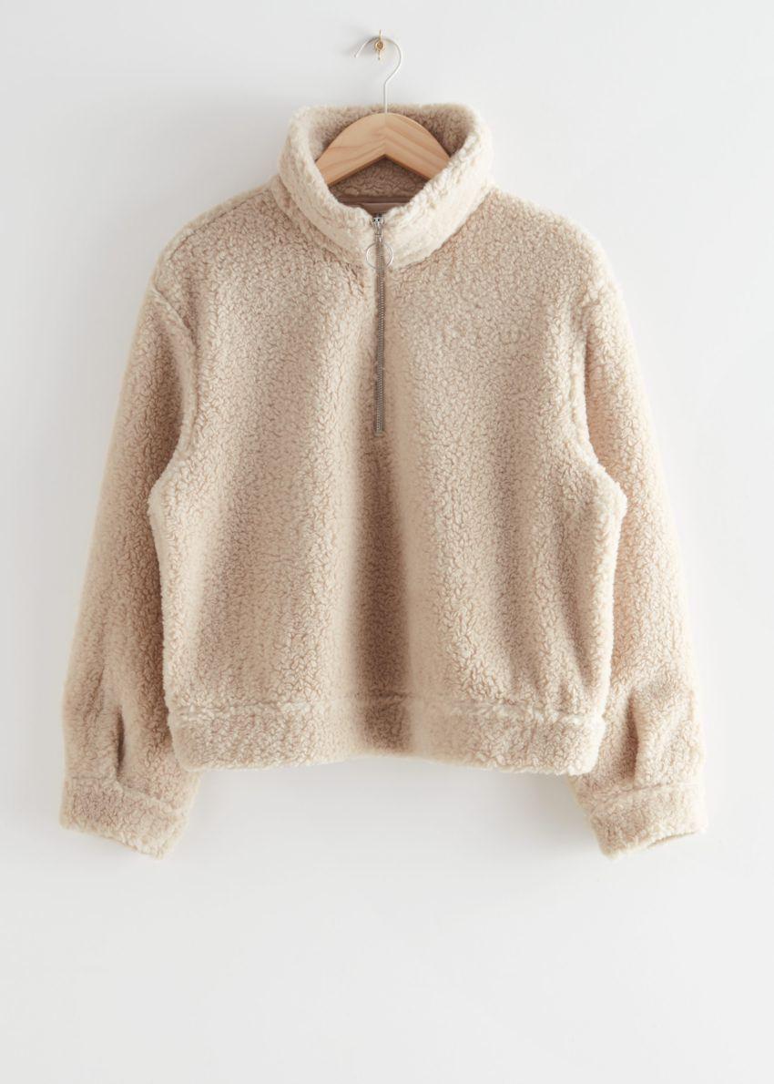 앤아더스토리즈 Faux 셜링 하프-집 스웨터의 베이지컬러 Product입니다.