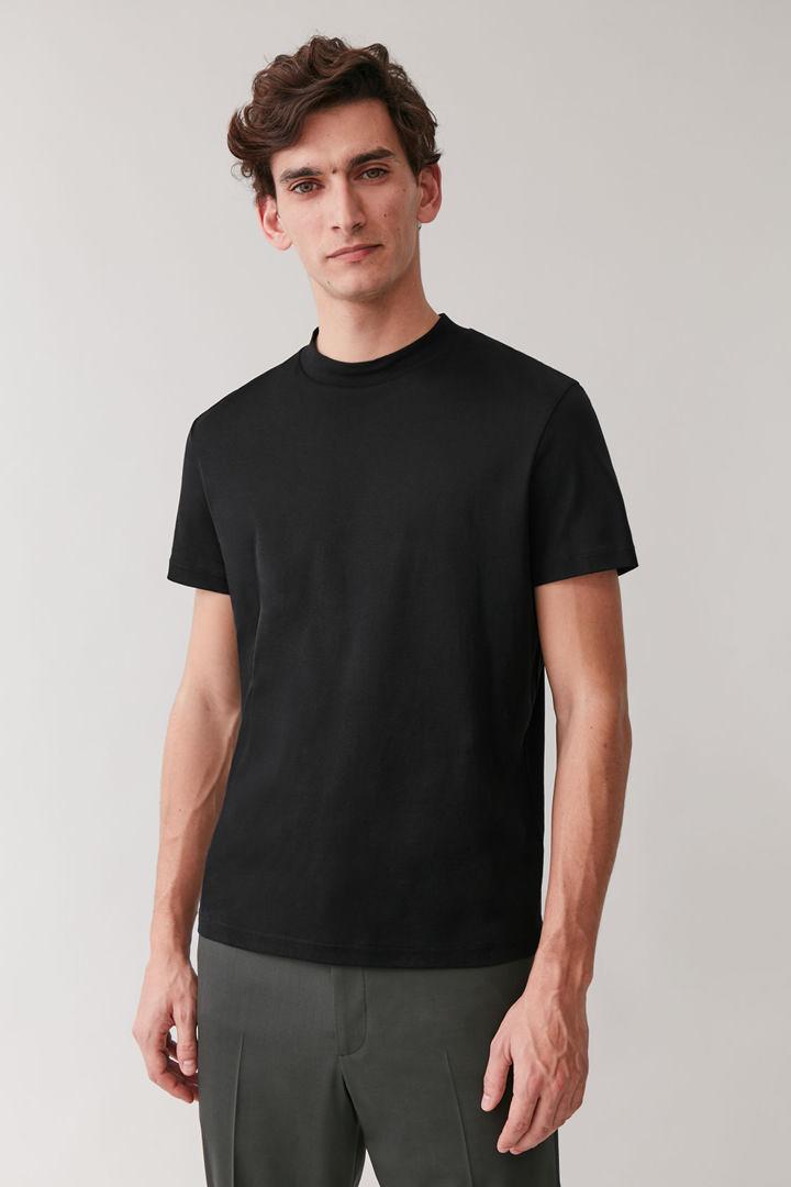 COS default image 2 of 블랙 in 모크넥 코튼 티셔츠