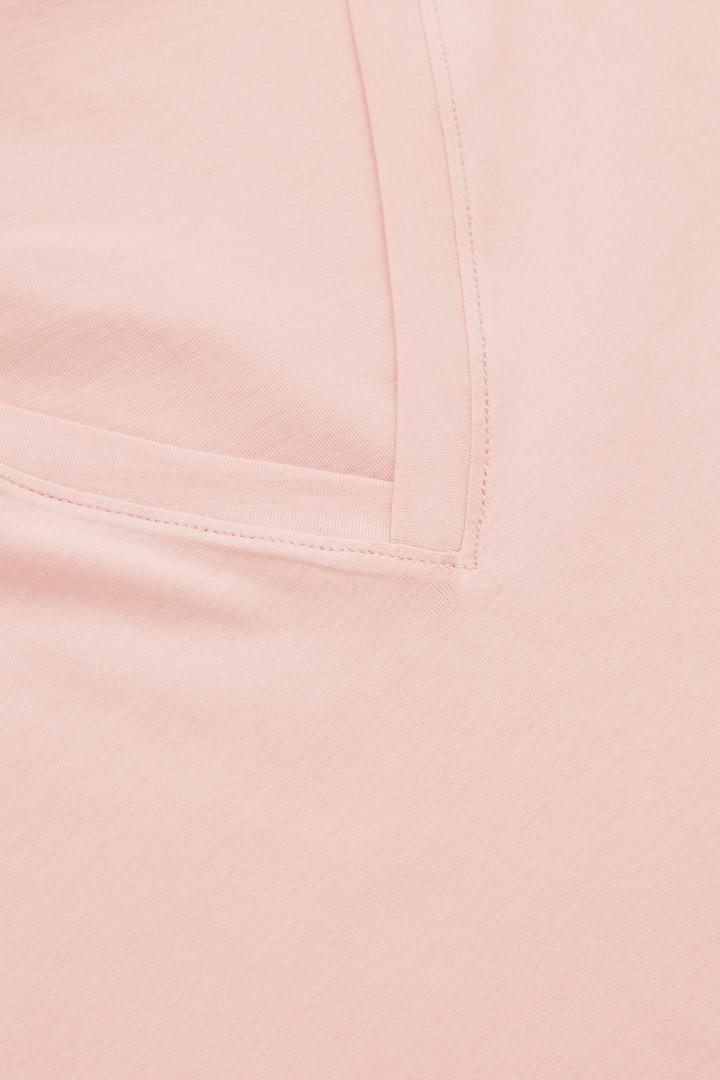 COS 브이넥 티셔츠의 핑크컬러 Detail입니다.