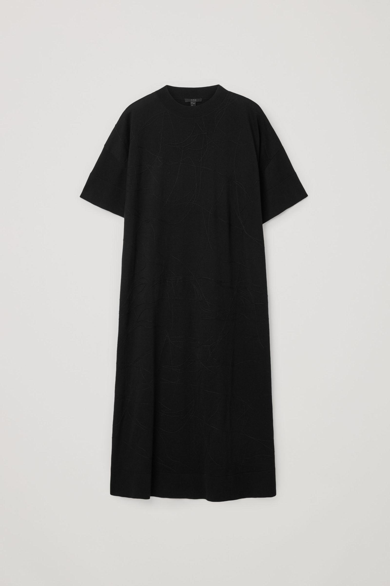 COS 오가닉 코튼 앱스트랙트 스티치 디테일 드레스의 블랙컬러 Product입니다.