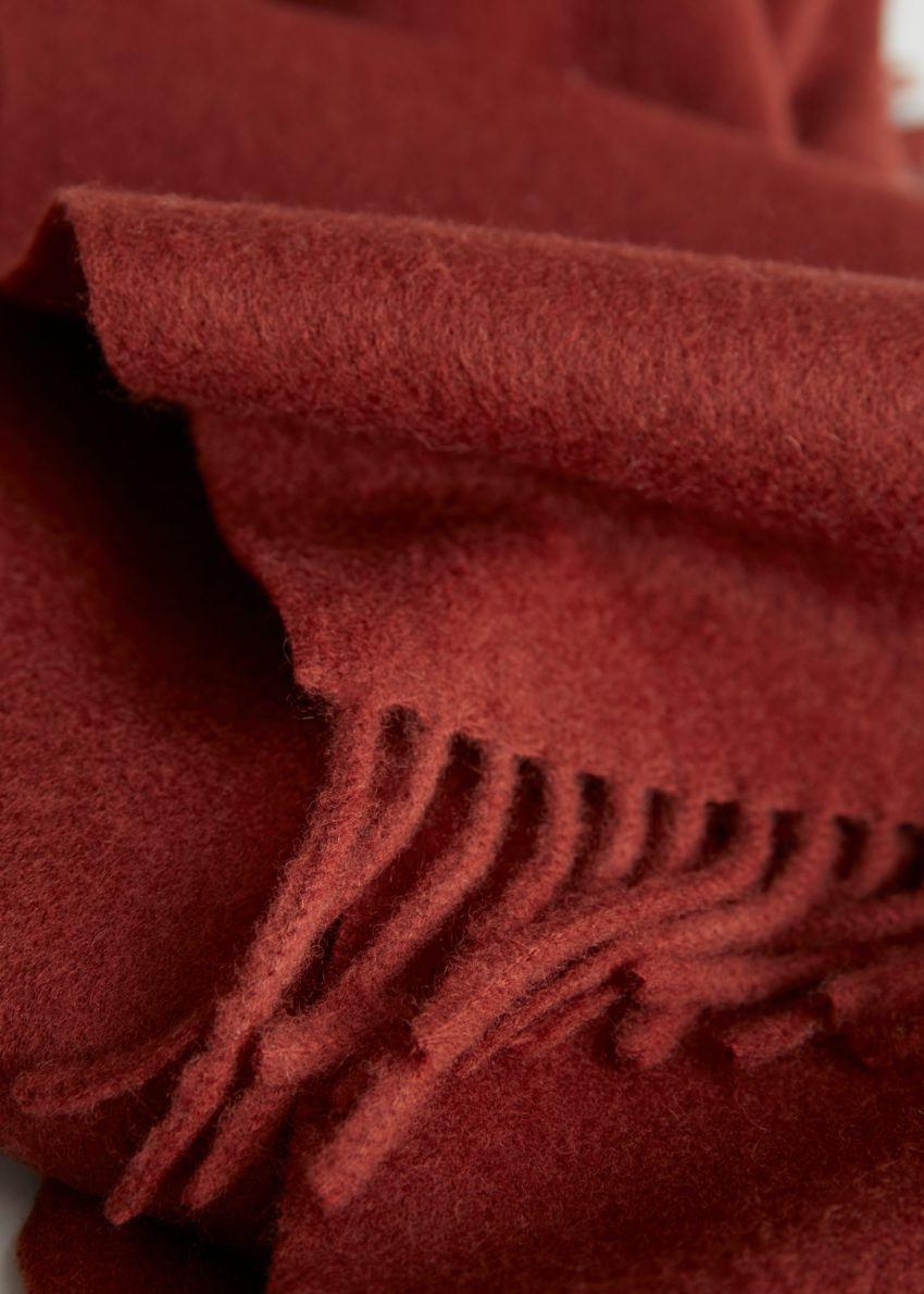 앤아더스토리즈 프린지 트림 울 스카프의 레드컬러 Detail입니다.