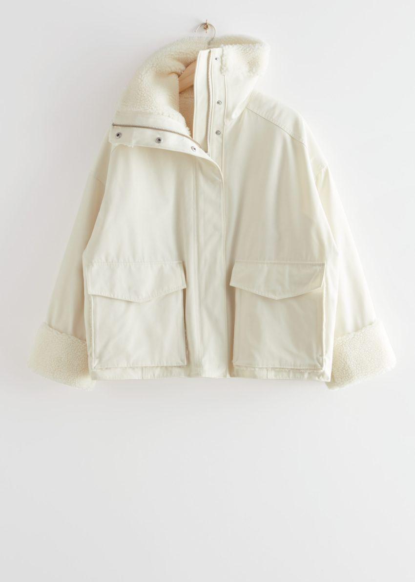 앤아더스토리즈 오버사이즈 박시 셜링 재킷의 화이트컬러 Product입니다.