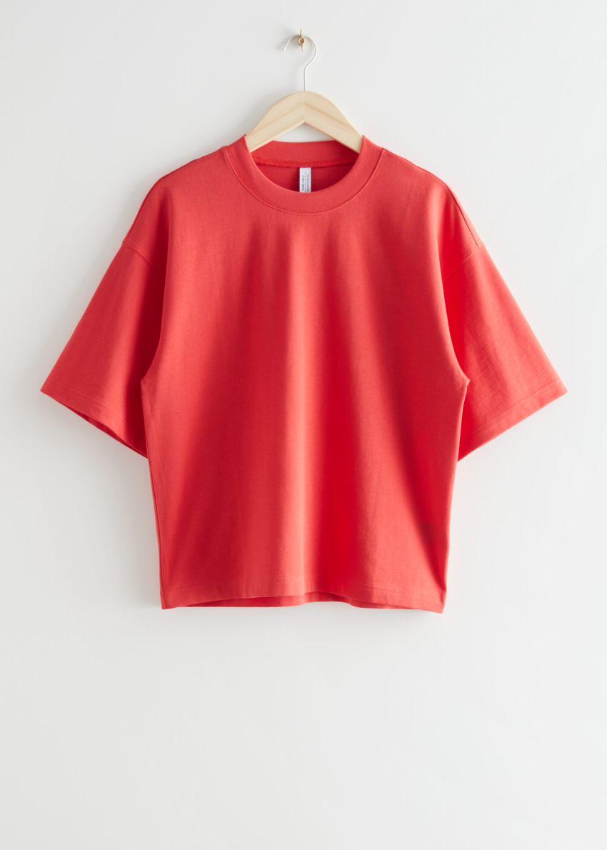 앤아더스토리즈 박시 크루넥 티셔츠의 레드컬러 Product입니다.