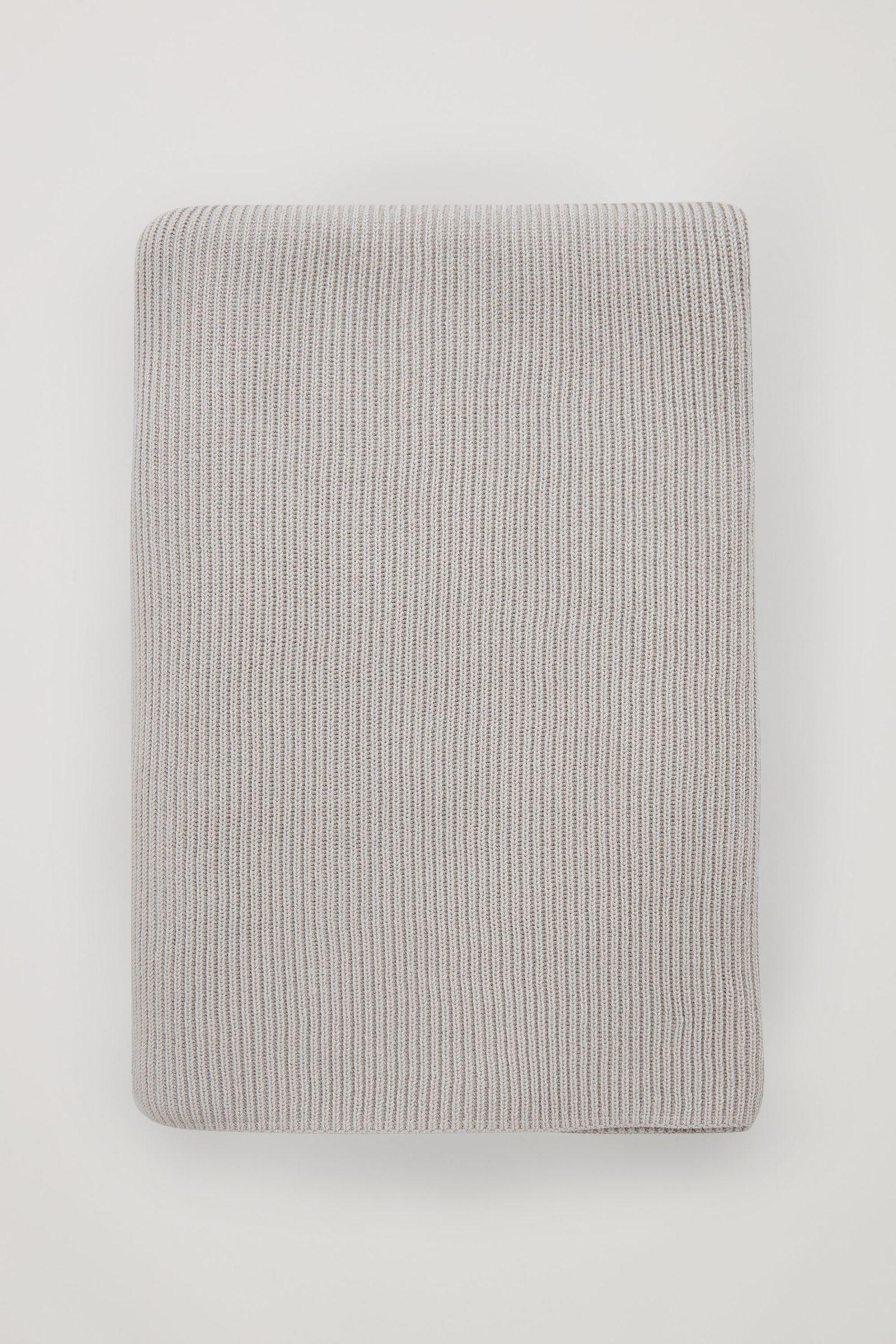 COS 울 믹스 블랭킷 스카프의 라이트 베이지컬러 Product입니다.