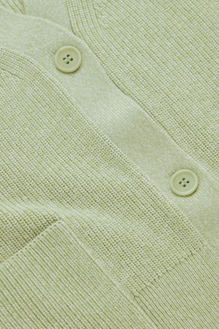 COS 울 믹스 워크웨어 스타일 가디건의 라이트 그린컬러 Detail입니다.