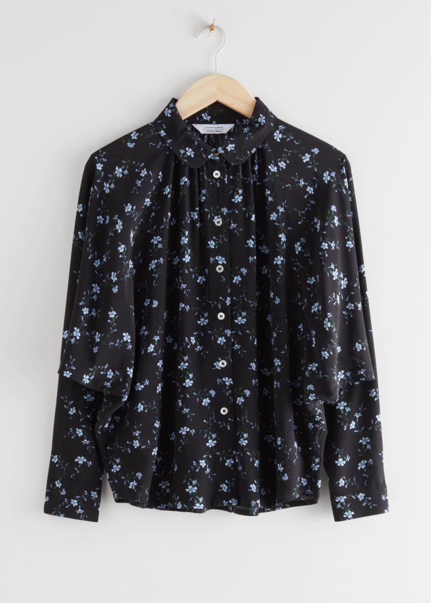 앤아더스토리즈 오버사이즈 플로럴 프린트 셔츠의 블랙 플로럴컬러 Product입니다.