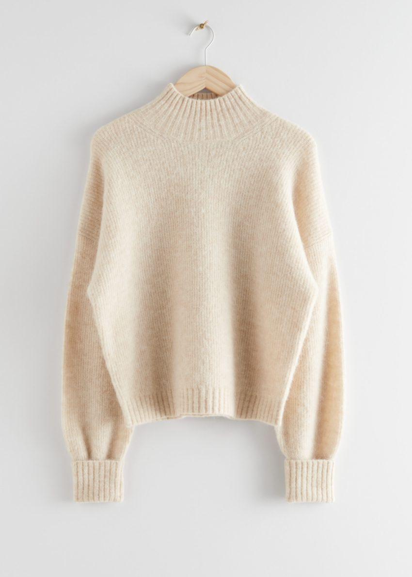 앤아더스토리즈 알파카 블렌드 터틀넥 니트 스웨터의 베이지컬러 Product입니다.