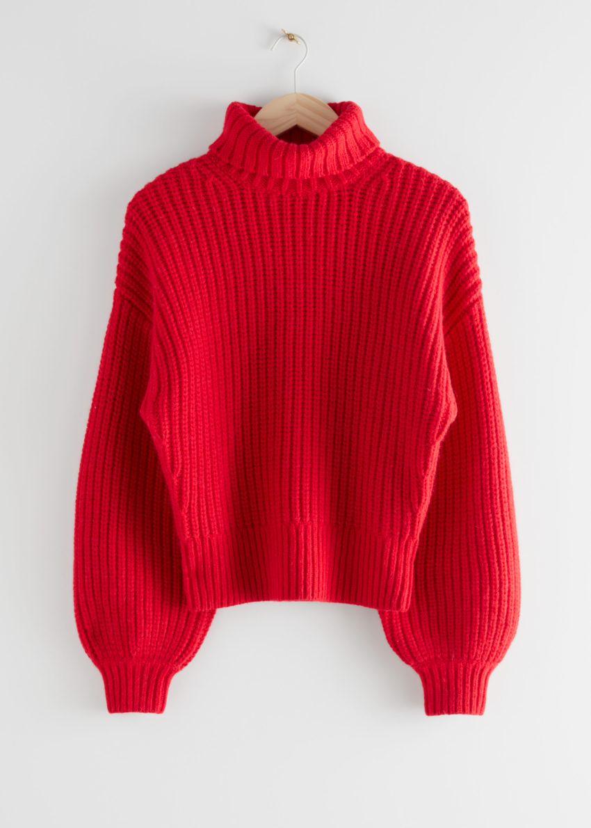 앤아더스토리즈 벌룬 슬리브 니트 스웨터의 레드컬러 Product입니다.
