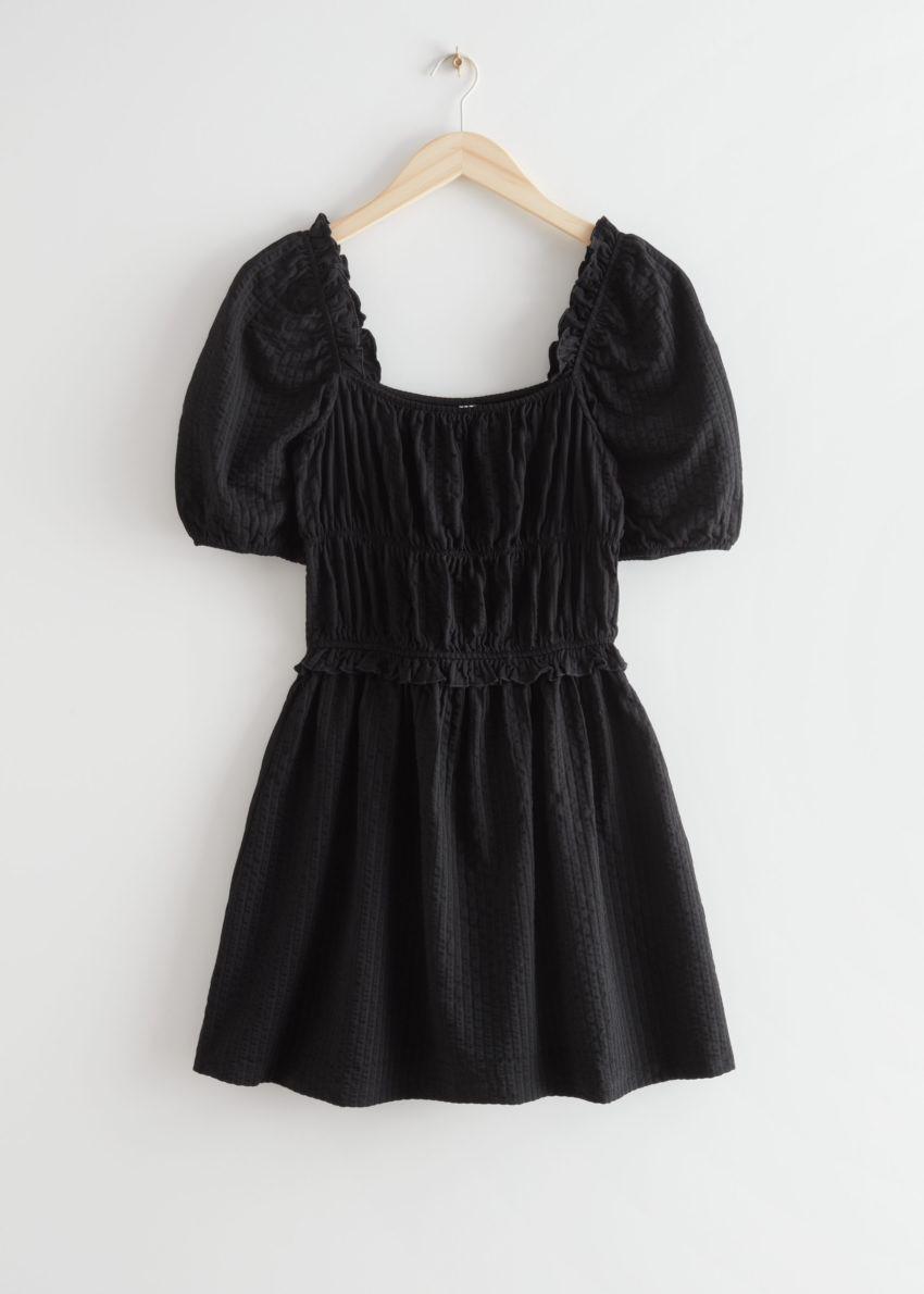 앤아더스토리즈 볼류미너스 퍼프 슬리브 미니 드레스의 블랙컬러 Product입니다.