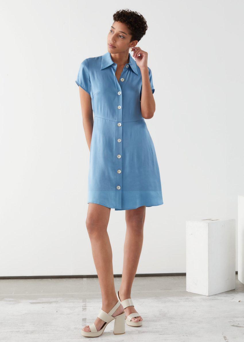 앤아더스토리즈 버튼 업 미니 셔츠 드레스의 블루컬러 ECOMLook입니다.