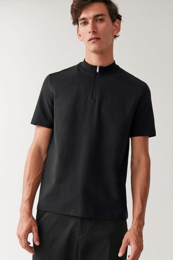 COS default image 5 of 블랙 in 집 모크넥 티셔츠