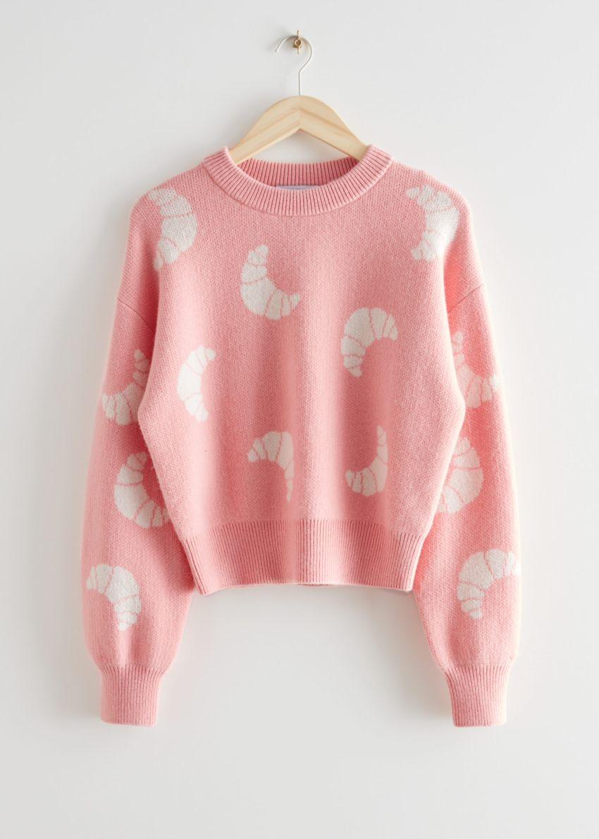 앤아더스토리즈 니트 크로와상 모티브 스웨터의 라이트 핑크컬러 Product입니다.