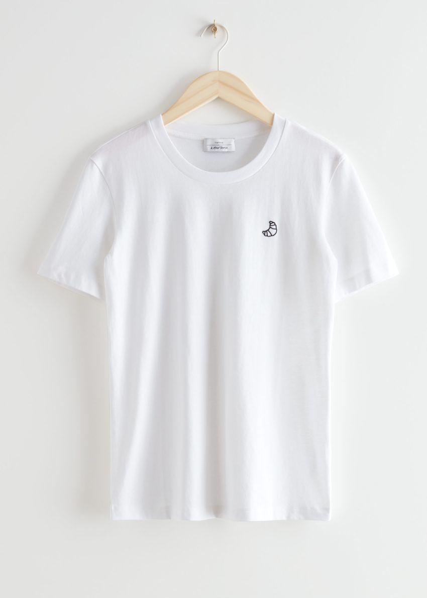 앤아더스토리즈 크로와상 엠브로이더리 티셔츠의 화이트컬러 Product입니다.