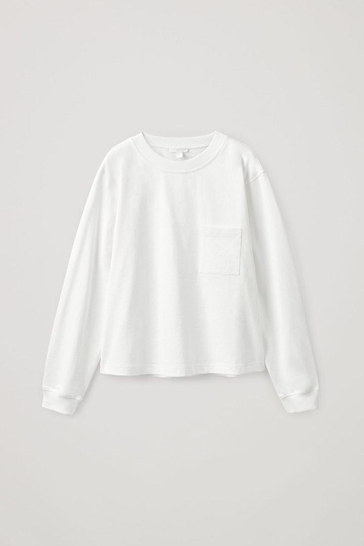 COS hover image 1 of 화이트 in 오가닉 코튼 롱 슬리브 패치 포켓 티셔츠