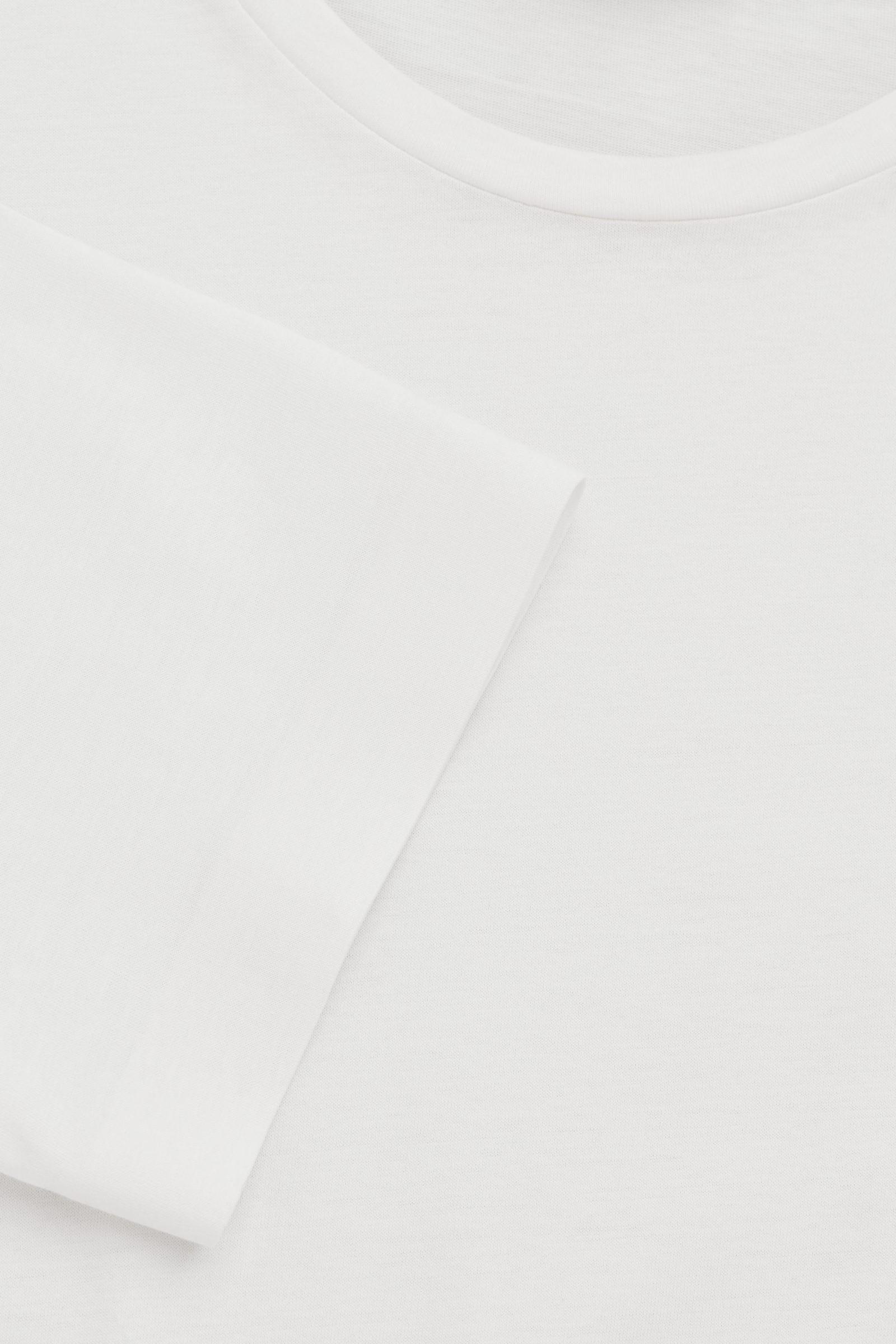 COS 본디드 코튼 티셔츠의 화이트컬러 Detail입니다.